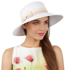 Привлекательная женская шляпа белого цвета с розово-бежевой лентой от Fabretti, арт. G66-4/1 white/beige