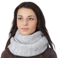 Зимний женский снуд нежного серого цвета из шерсти с добавлением акрила от Fabretti, арт. F2018-31-22