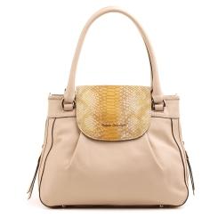 Стильная маленькая сумка бежевого цвета с тиснением под кожу рептилии на откидном клапане от Fiato Dream, арт. 3838